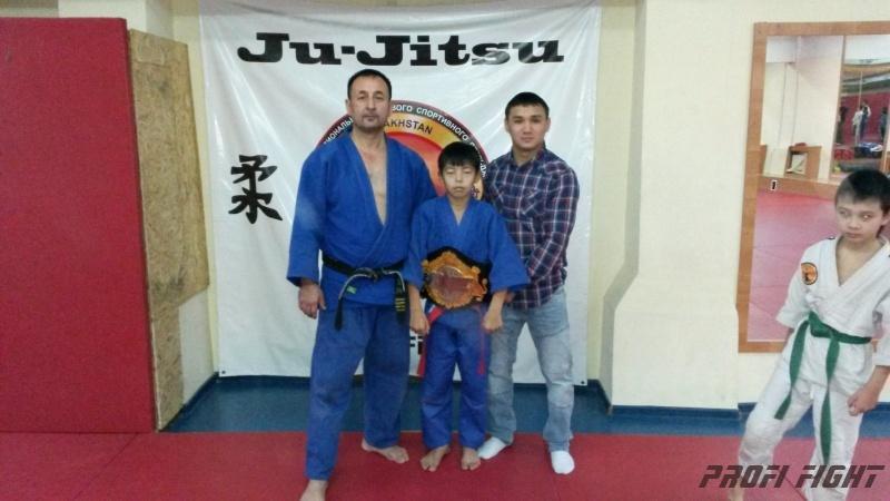 Кайрат Ахметов на тренировке детей Profi Fight1661