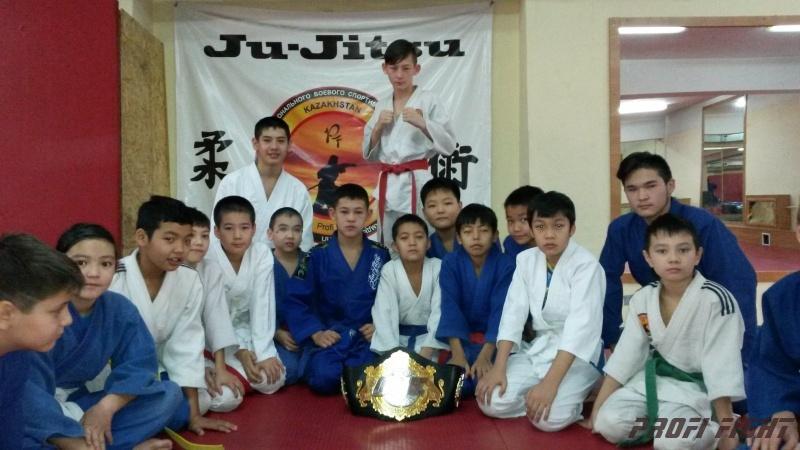Кайрат Ахметов на тренировке детей Profi Fight1671