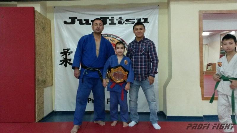 Кайрат Ахметов на тренировке детей Profi Fight1665
