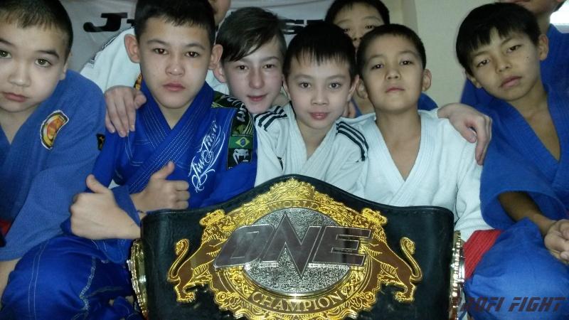 Кайрат Ахметов на тренировке детей Profi Fight1672