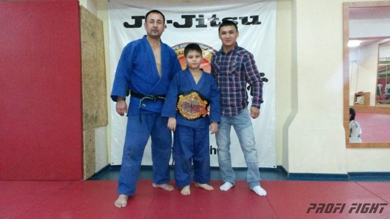 Кайрат Ахметов на тренировке детей Profi Fight1668