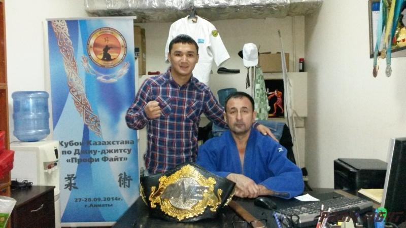Кайрат Ахметов на тренировке детей Profi Fight1678