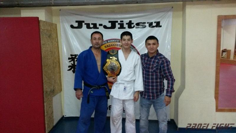 Кайрат Ахметов на тренировке детей Profi Fight1660